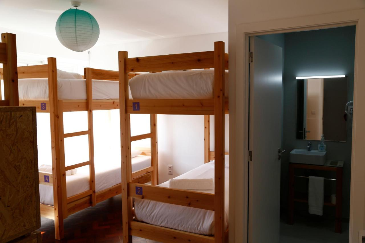 6 bed Dorm - City's Hostel Ponta Delgada (5).jpg