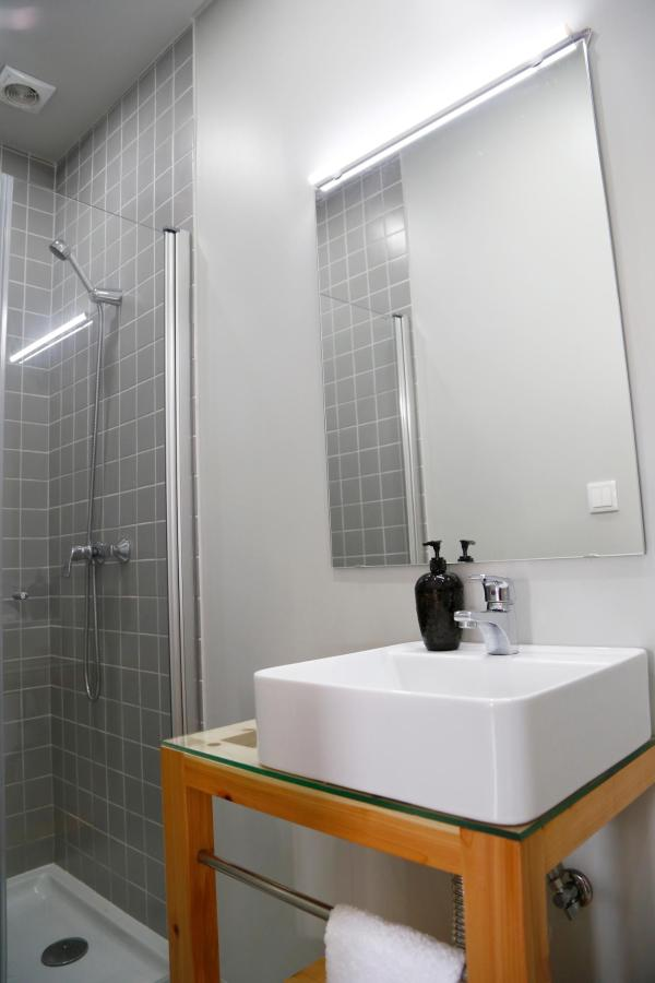 Private bathrooom on 4 bed Dorm room- City's Hostel Ponta Delgada.jpg