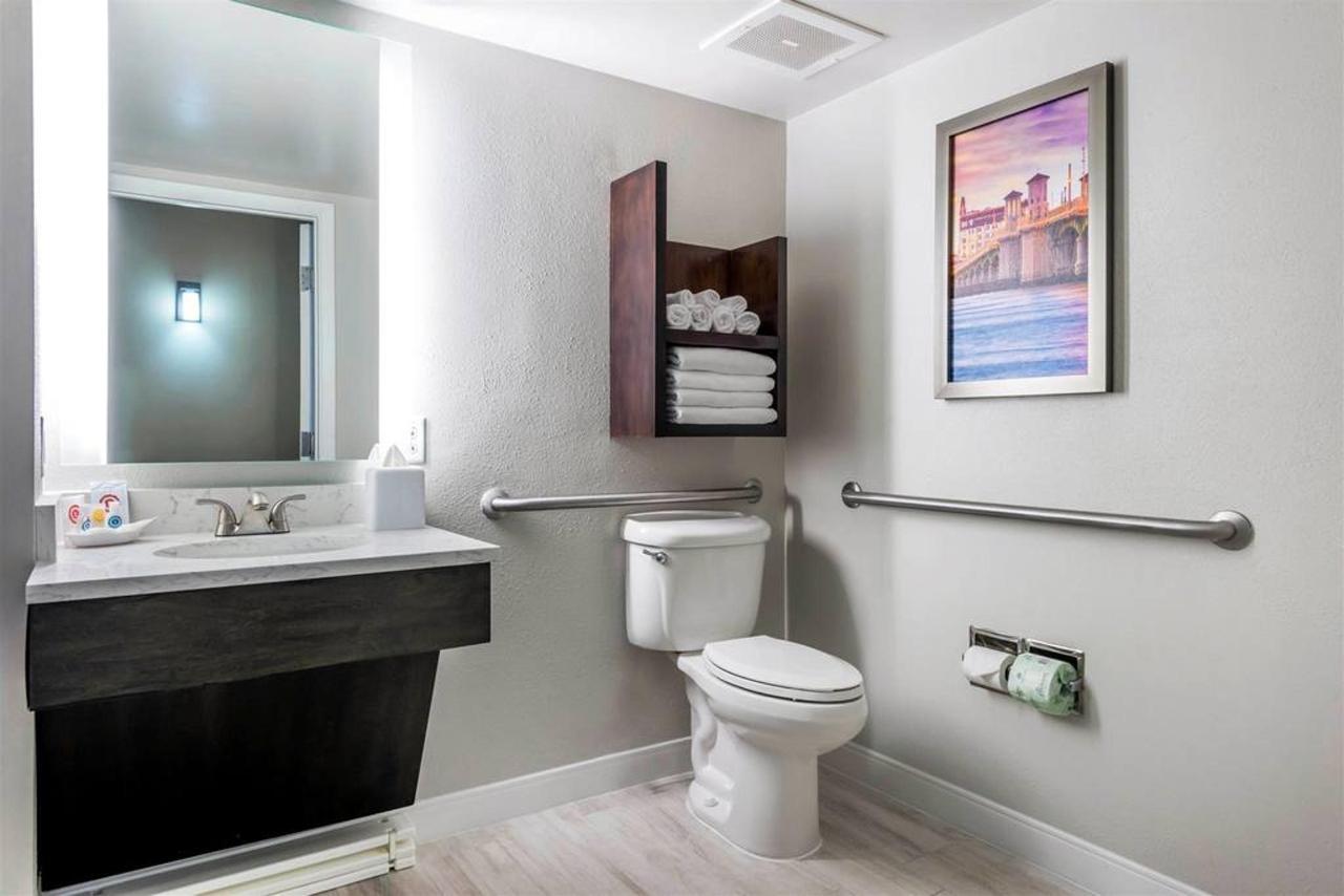 fl969hbathroom1-1.jpg.1024x0.jpg