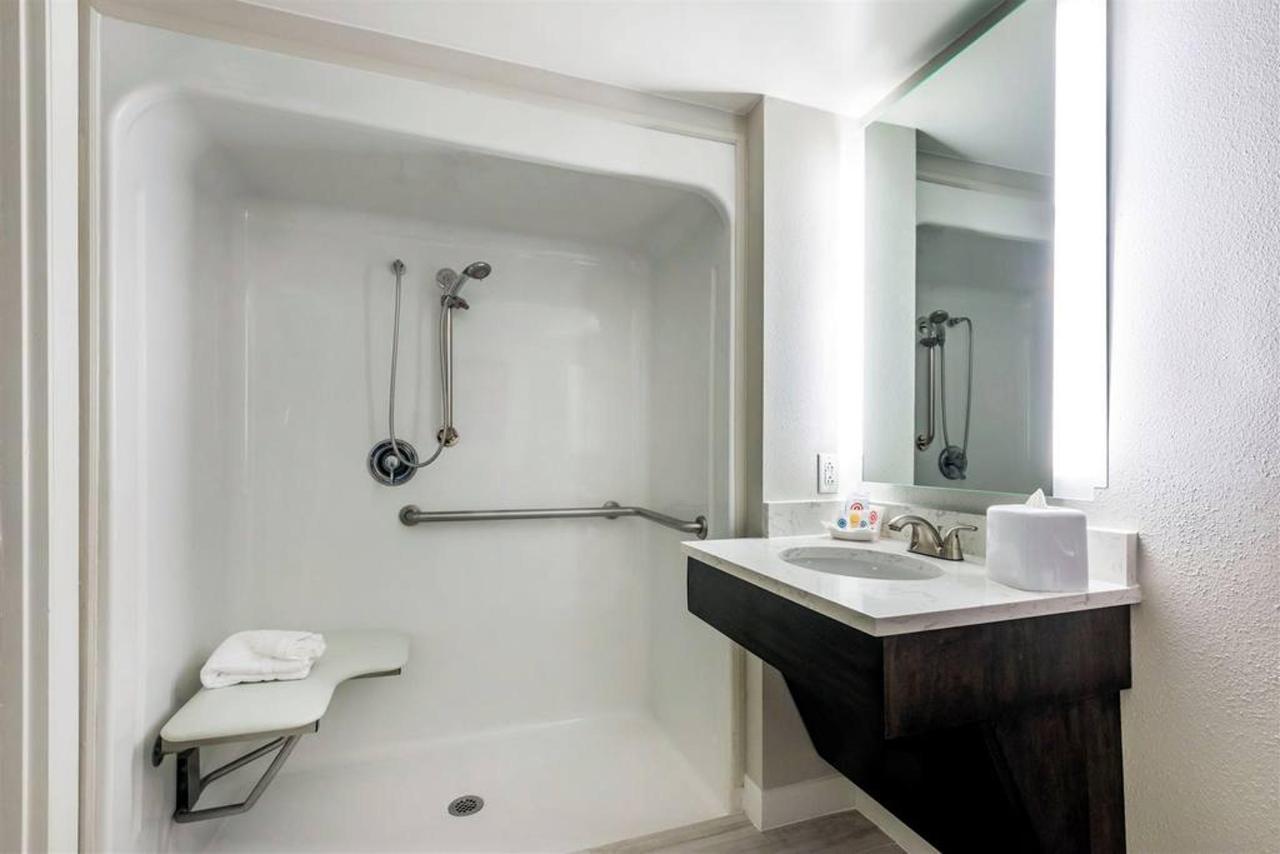 fl969hbathroom2-1.jpg.1024x0.jpg