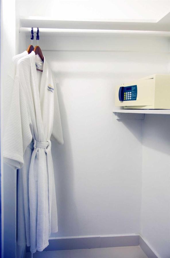 closet.jpg.1920x0.jpg