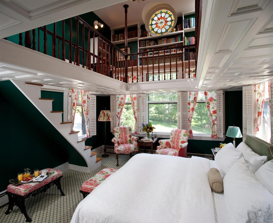 guestroom-library-suite-2684686634-o.jpg.1920x0.jpg
