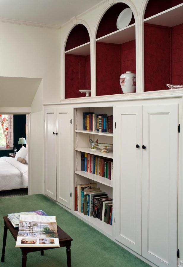 guestroom-library-suite-7-2684686036-o1.jpg.1920x0.jpg