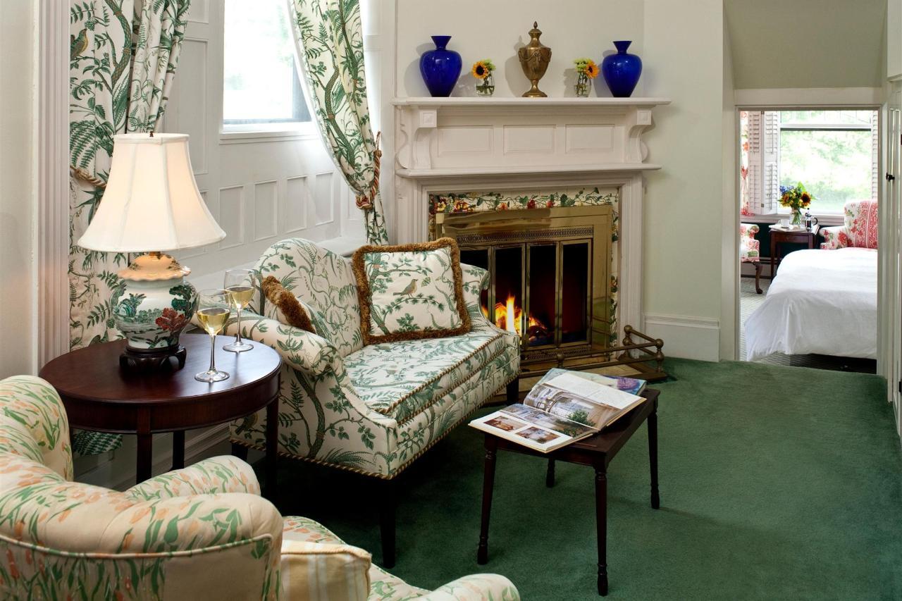 guestroom-library-suite-5-2684685922-o1.jpg.1920x0.jpg