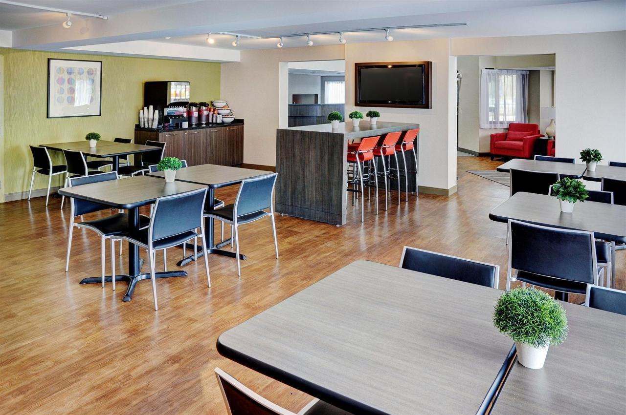 spacious-new-breakfast-room.jpg