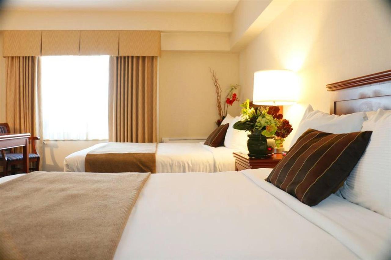 2 Double Beds Harbourvi.JPG