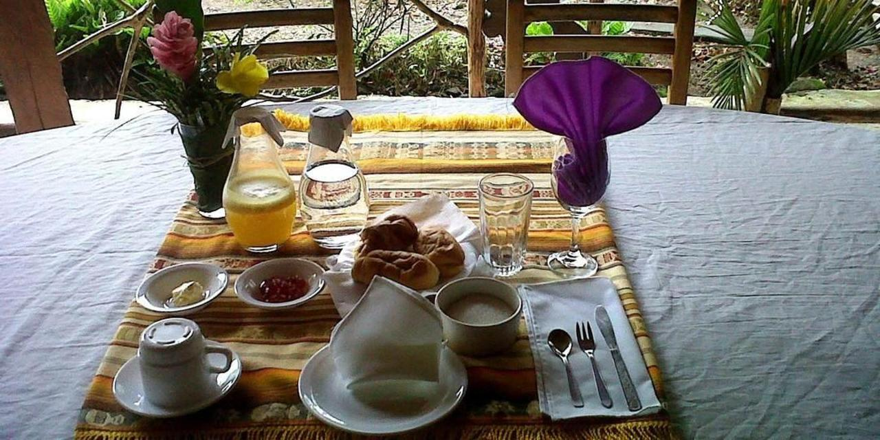 suchipakari-rainforest-hotel-jungle-lodge-ecuador-bar-restaurant-24.jpg.1080x540.jpg