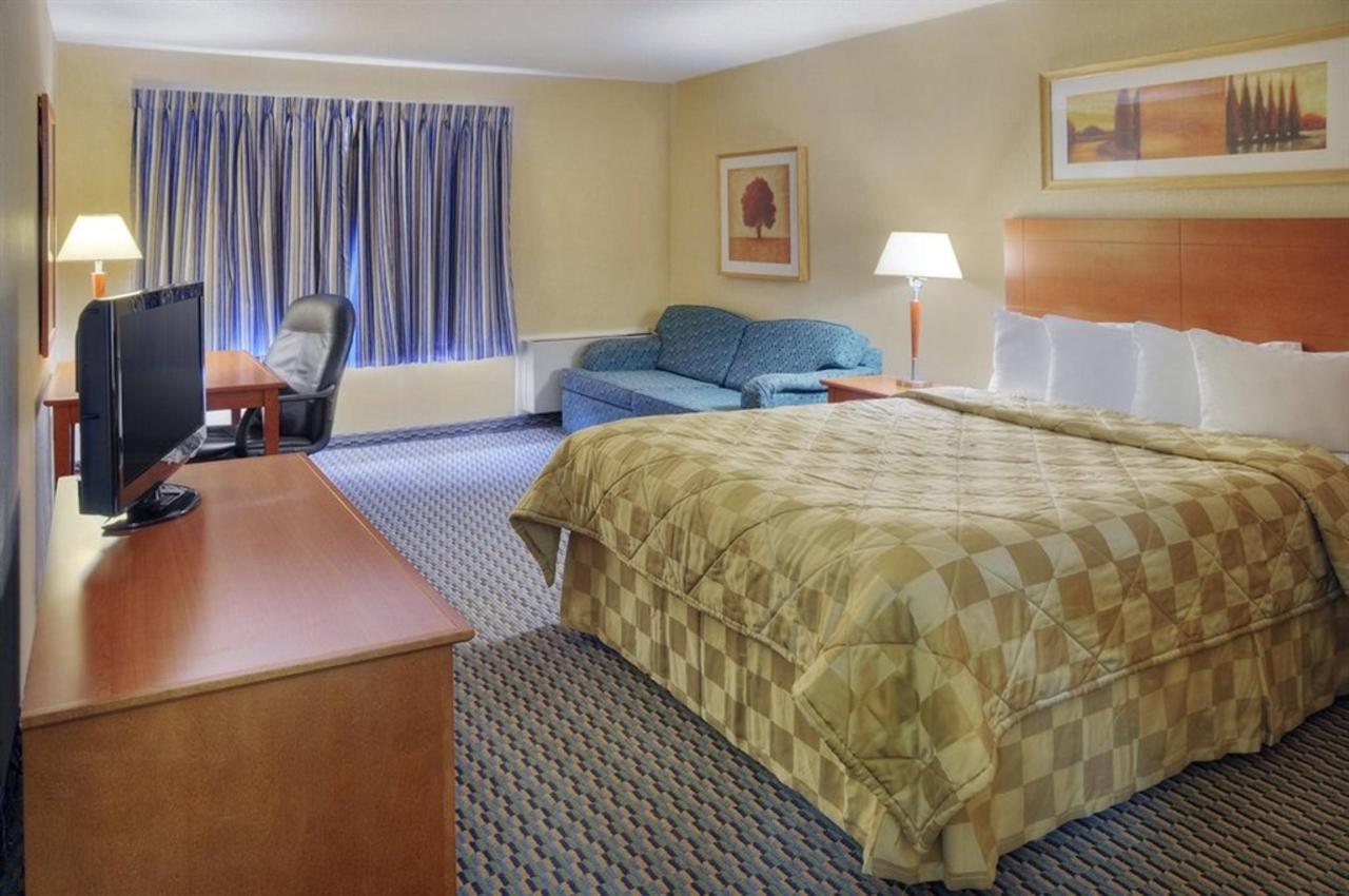 comfort-inn-bed-5.jpg.1024x0 (2).jpg