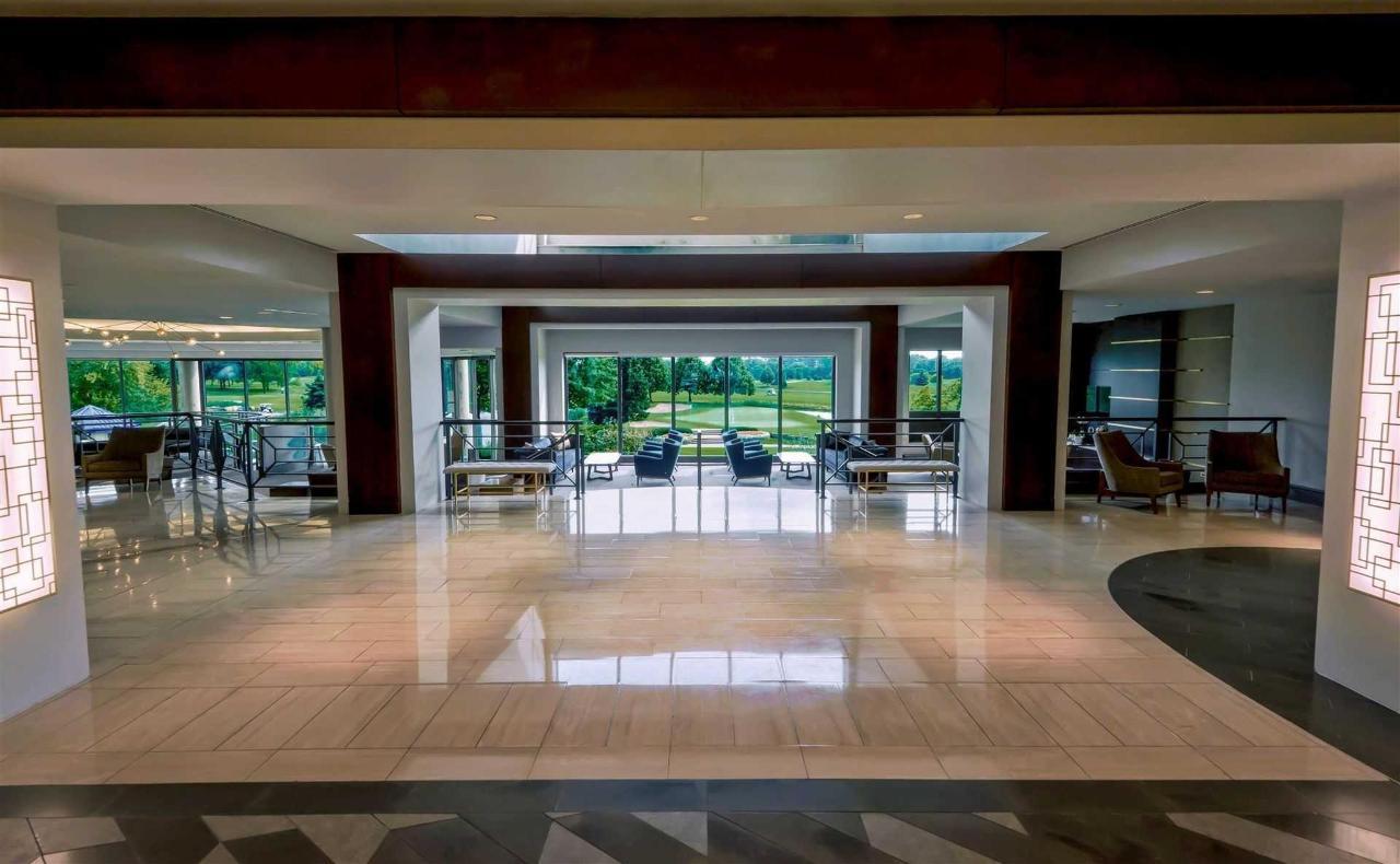 lobby-golf-view.jpg.1920x0.jpg