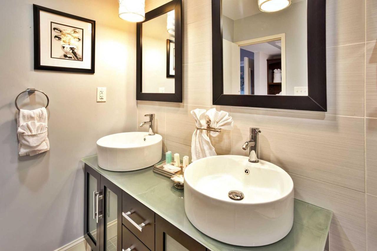 suite_bathroom.jpg.1920x0 (1).jpg