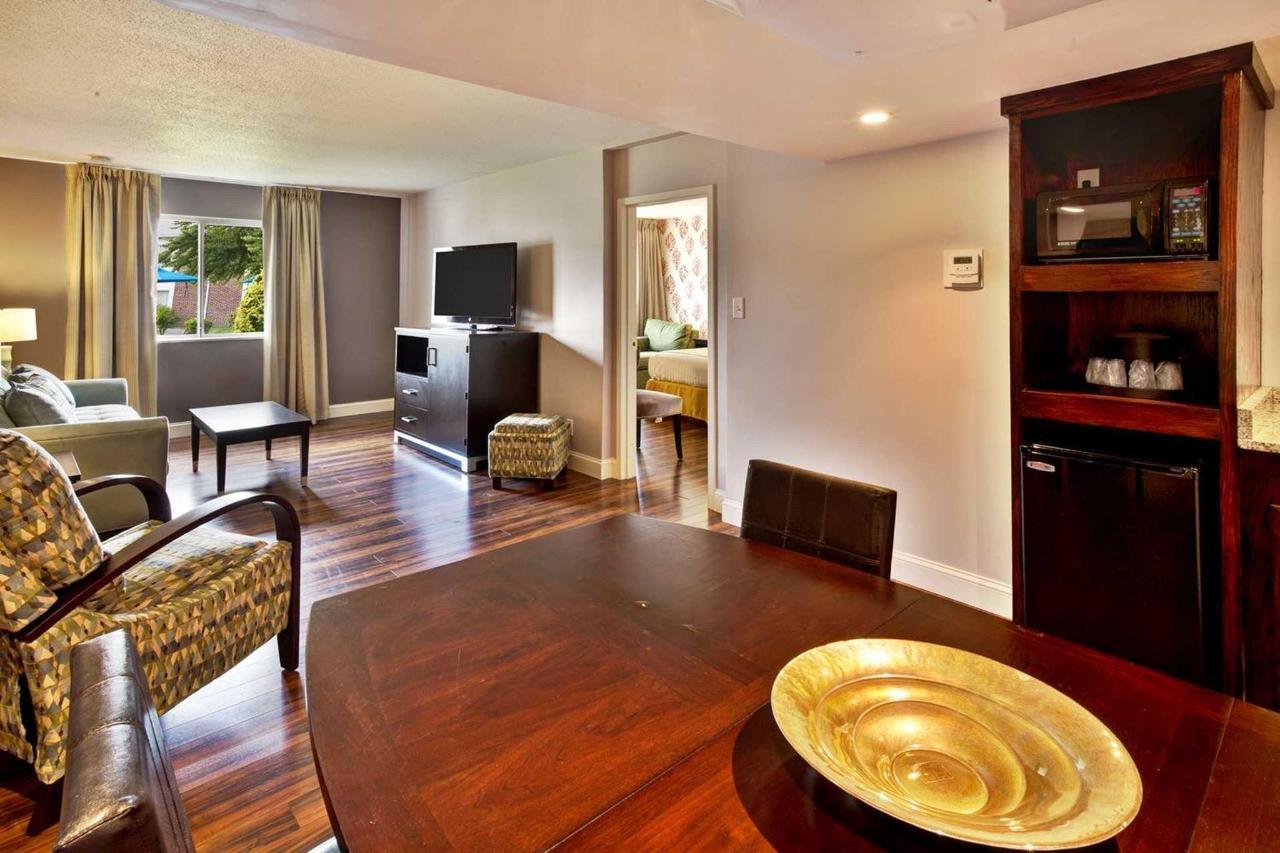 suite_room_2.jpg.1920x0.jpg