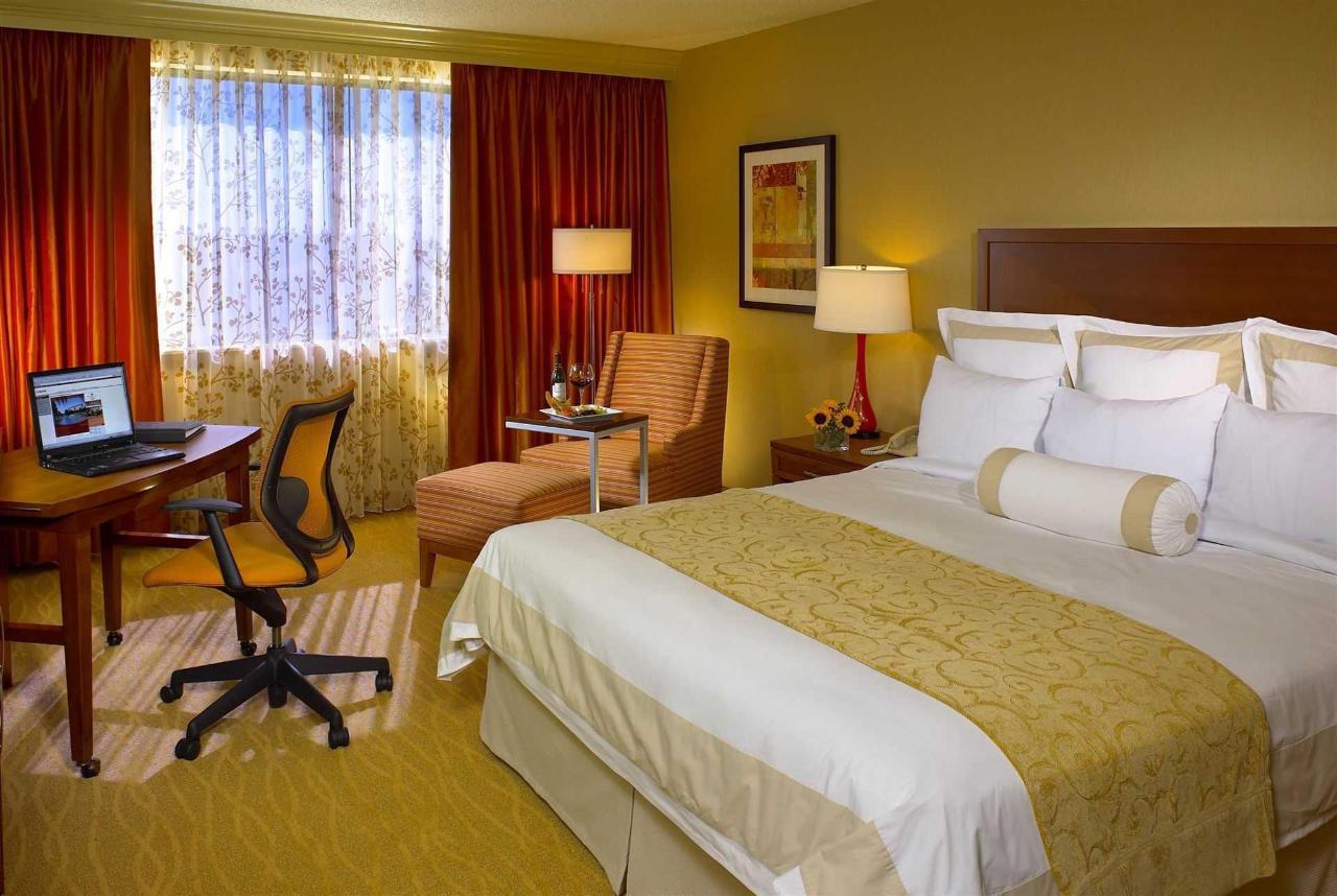 57080665-guest-room1.jpg.1920x0 (1).jpg