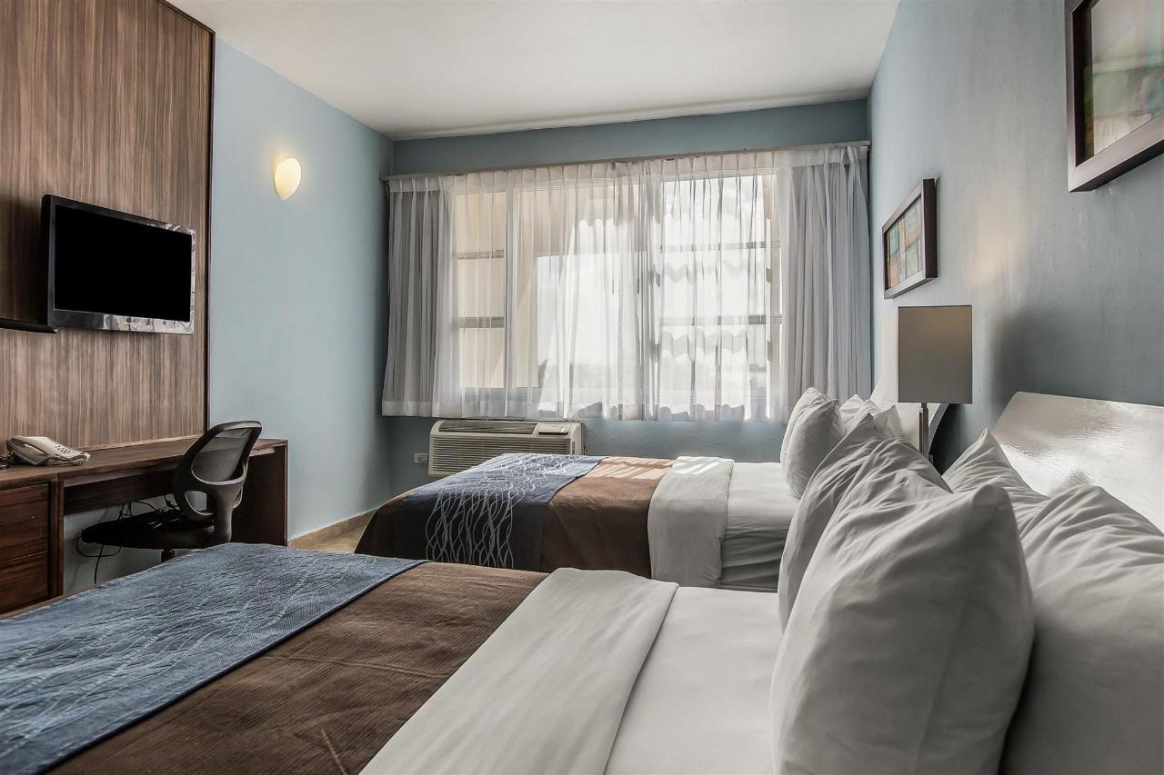 Double bed,Quality Inn Piedras Negras Hotel, Piedras Negras, Mexico.jpg