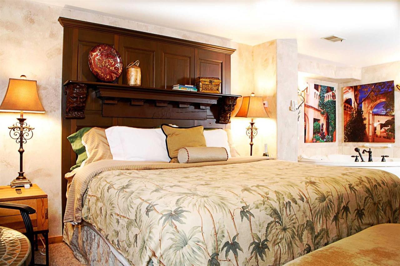 spanish-hacienda-bed-whirlpool-favorite.JPG.1920x0.JPG