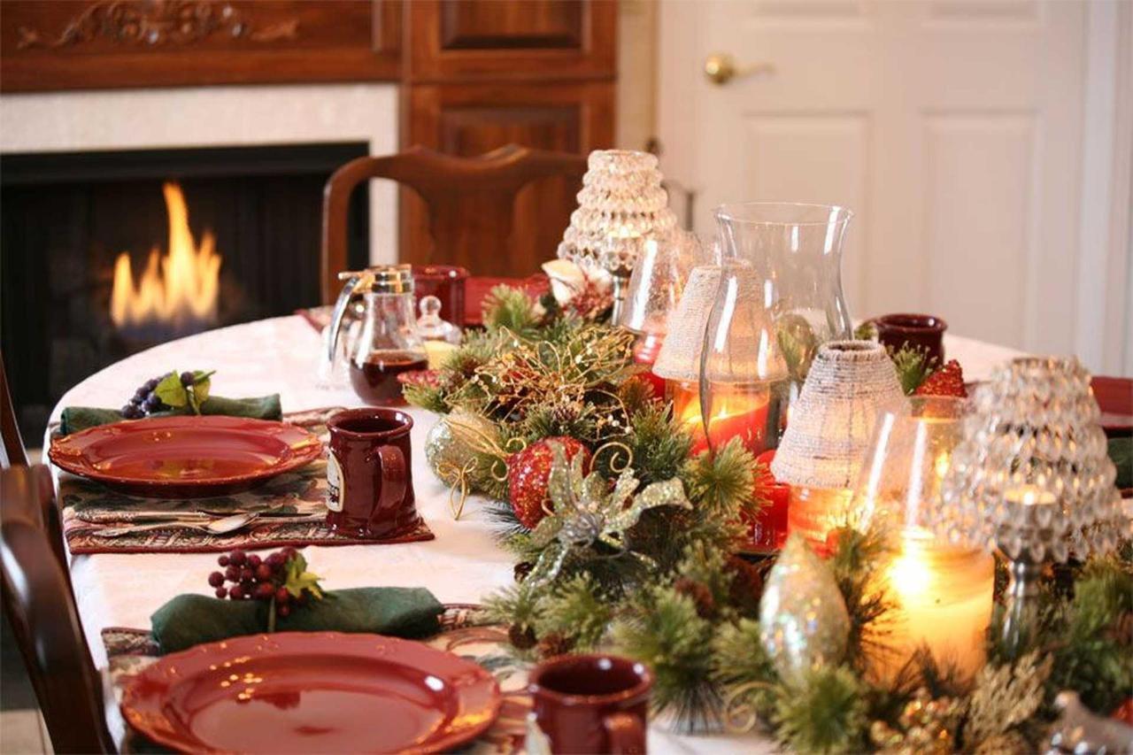 table-at-christmas-time.jpg.1920x0 (1).jpg