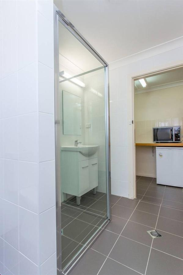 twobed-bathroom-2.jpg.1024x0.jpg