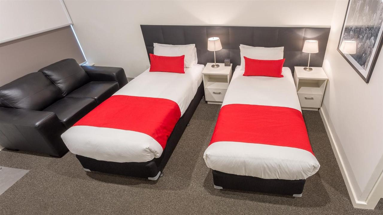 Deluxe Twin - The newly renovated Deluxe Twin Single rooms offer value and comfort to those travellers seeking quality accommodation and amenities.jpg
