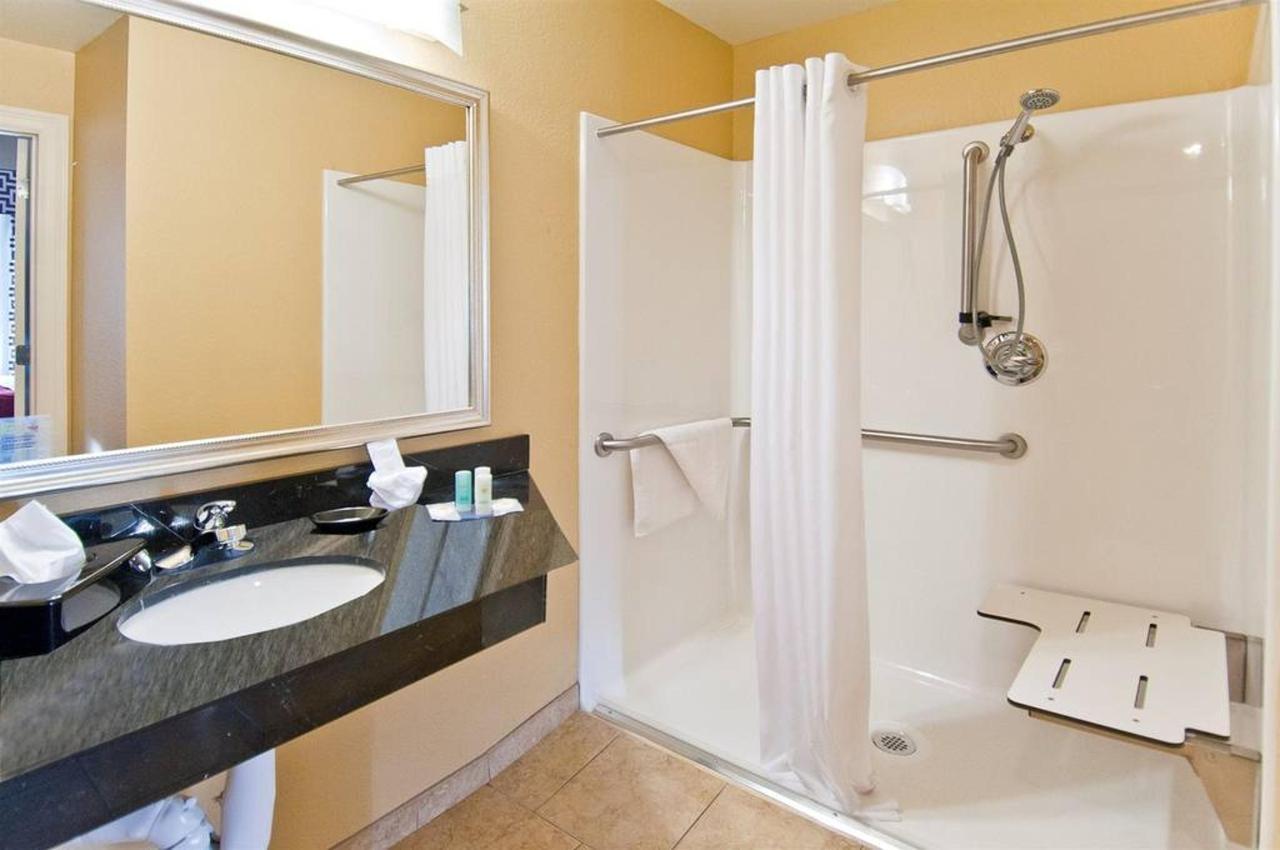 shower-hcp.jpg.1024x0 (1).jpg