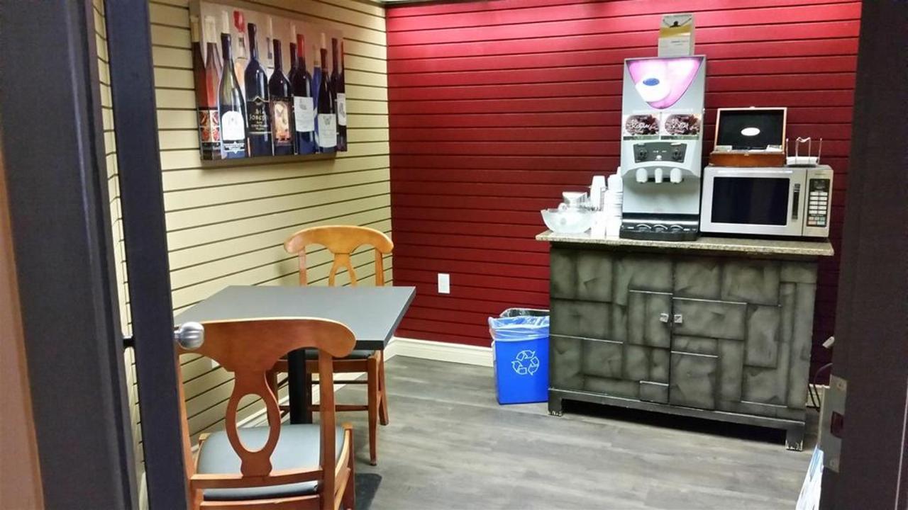 guest-service-room.jpg.1024x0.jpg