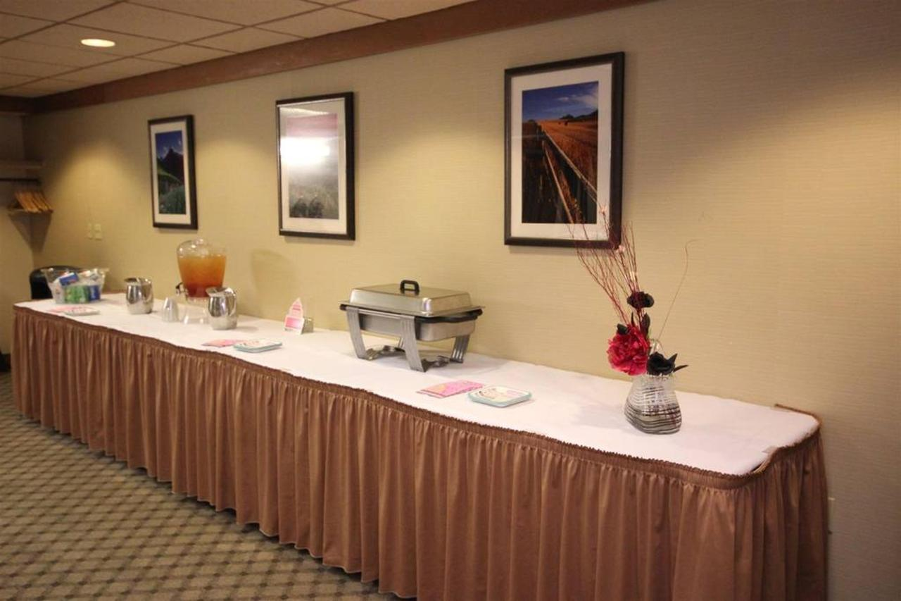 Montana Room - Your Refreshment Table2.JPG