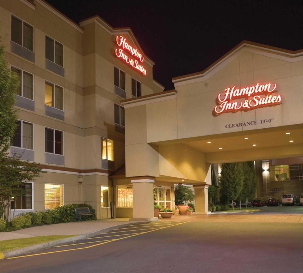 hampton-exterior-night.jpg.1920x0.jpg
