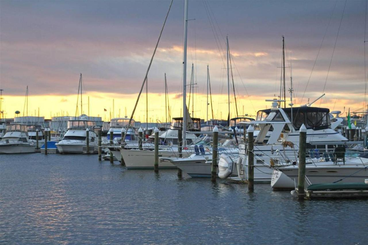 hendersons-marina-sunrise-hdr1.jpg.1080x0.jpg
