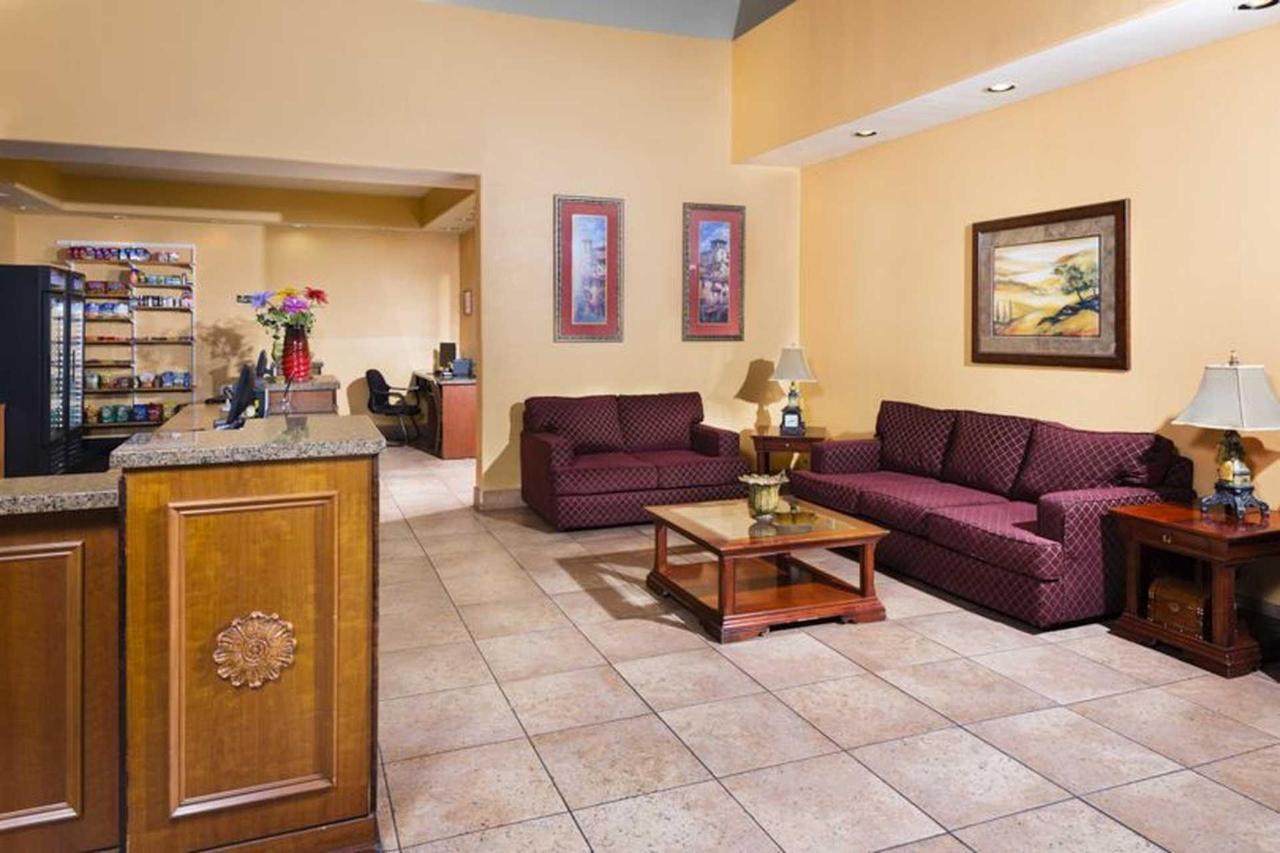 siena-suites-05-08-14-6519e1.jpg.1920x0.jpg
