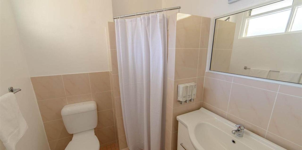 Deluxe_Queen_Bathroom.jpg