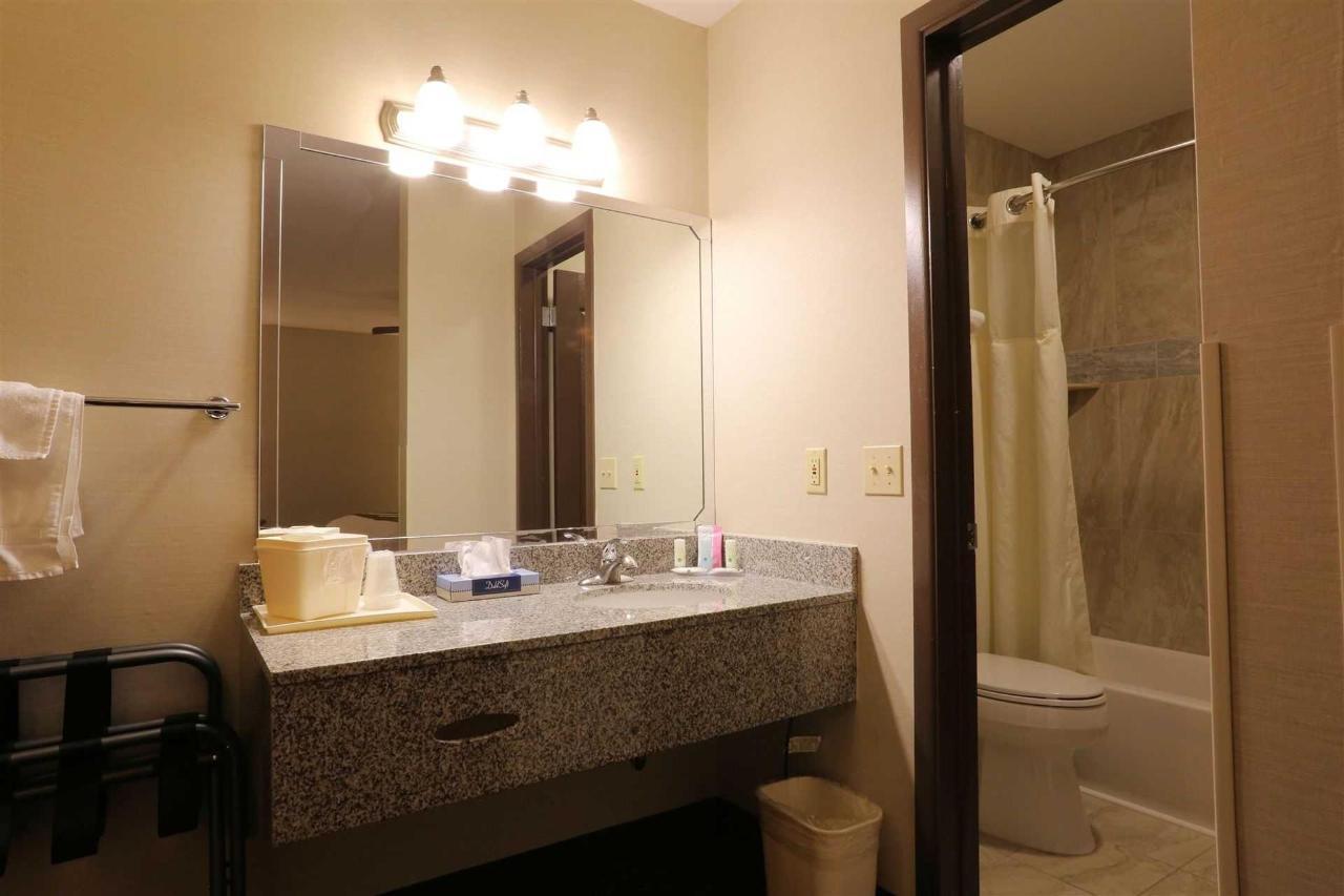 nkbal-232-vanity-bath-1.jpg
