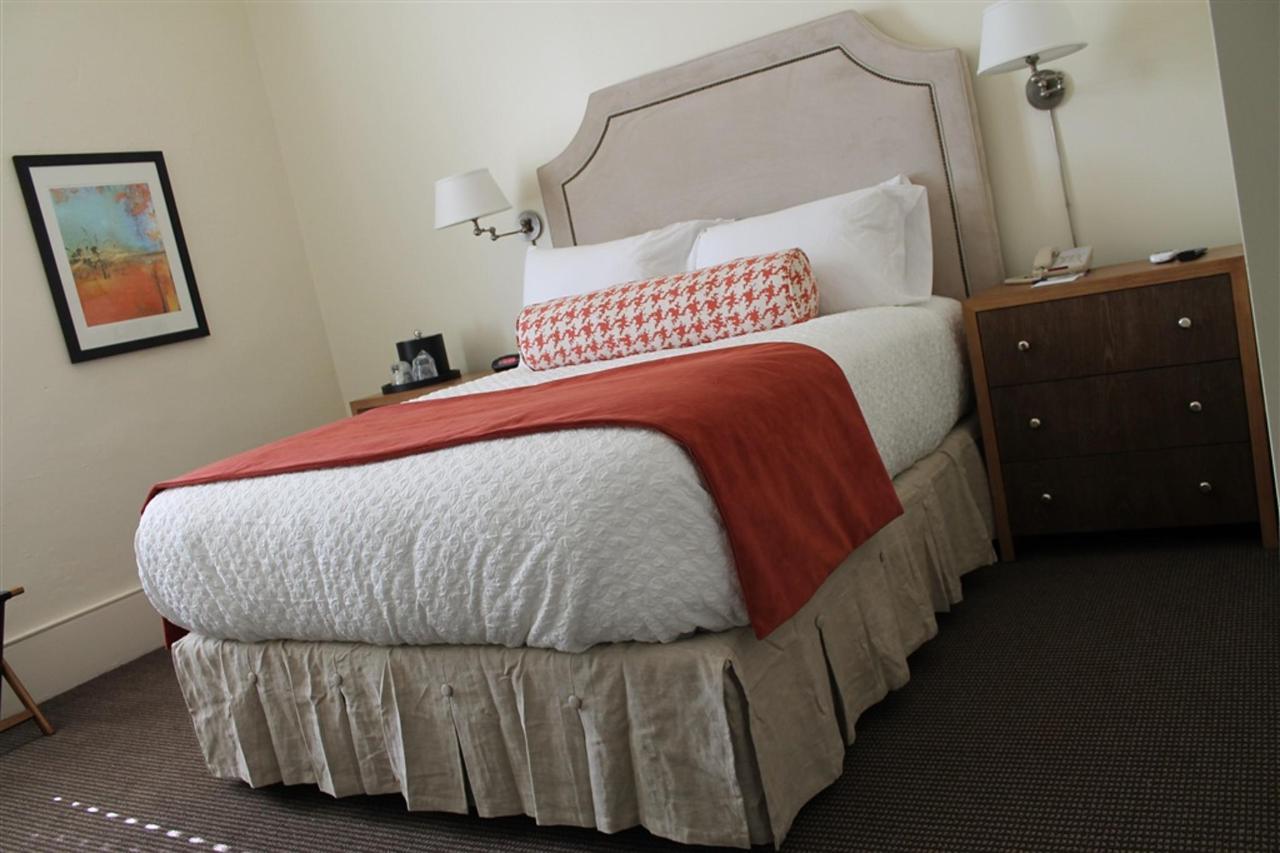 queen-guest-room-3.JPG.1024x0.JPG