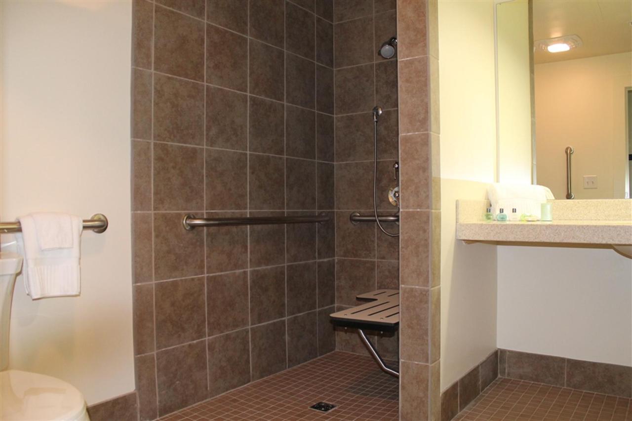 accessible-bathroom.JPG.1024x0.JPG