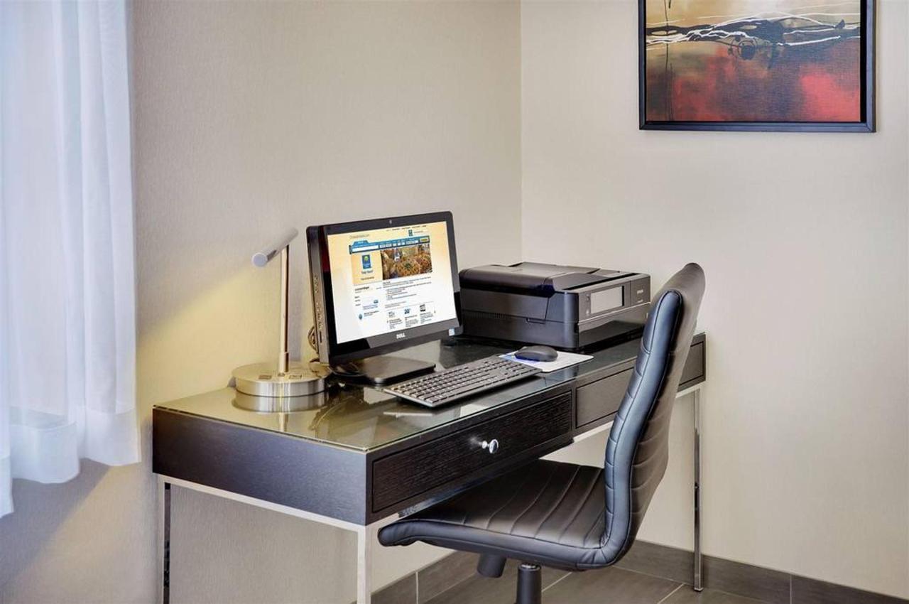 24-hr-business-centre-available.jpg.1024x0.jpg