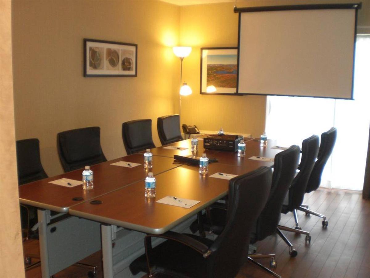 meeting-room.jpg.1024x0.jpg