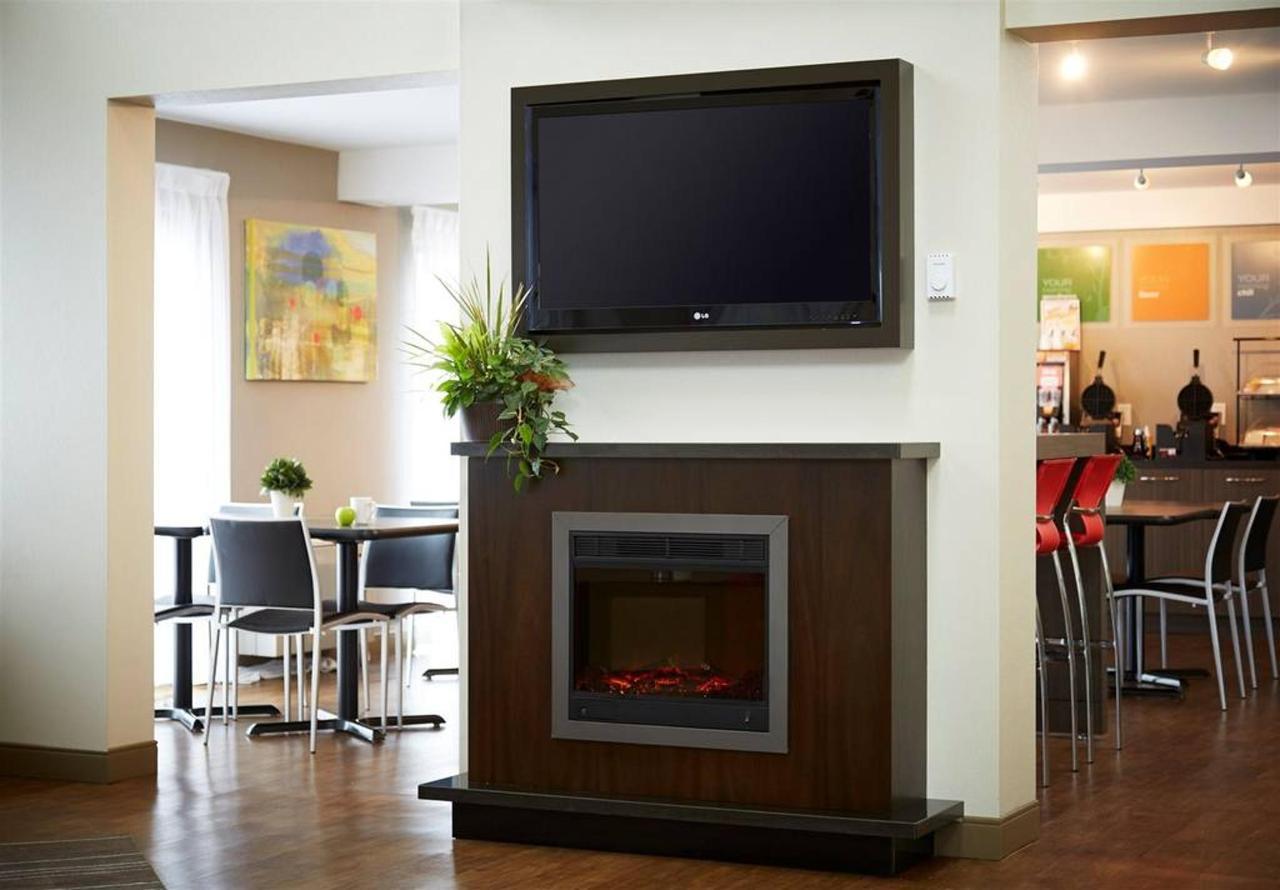 fireplace-and-tv.jpg.1024x0.jpg