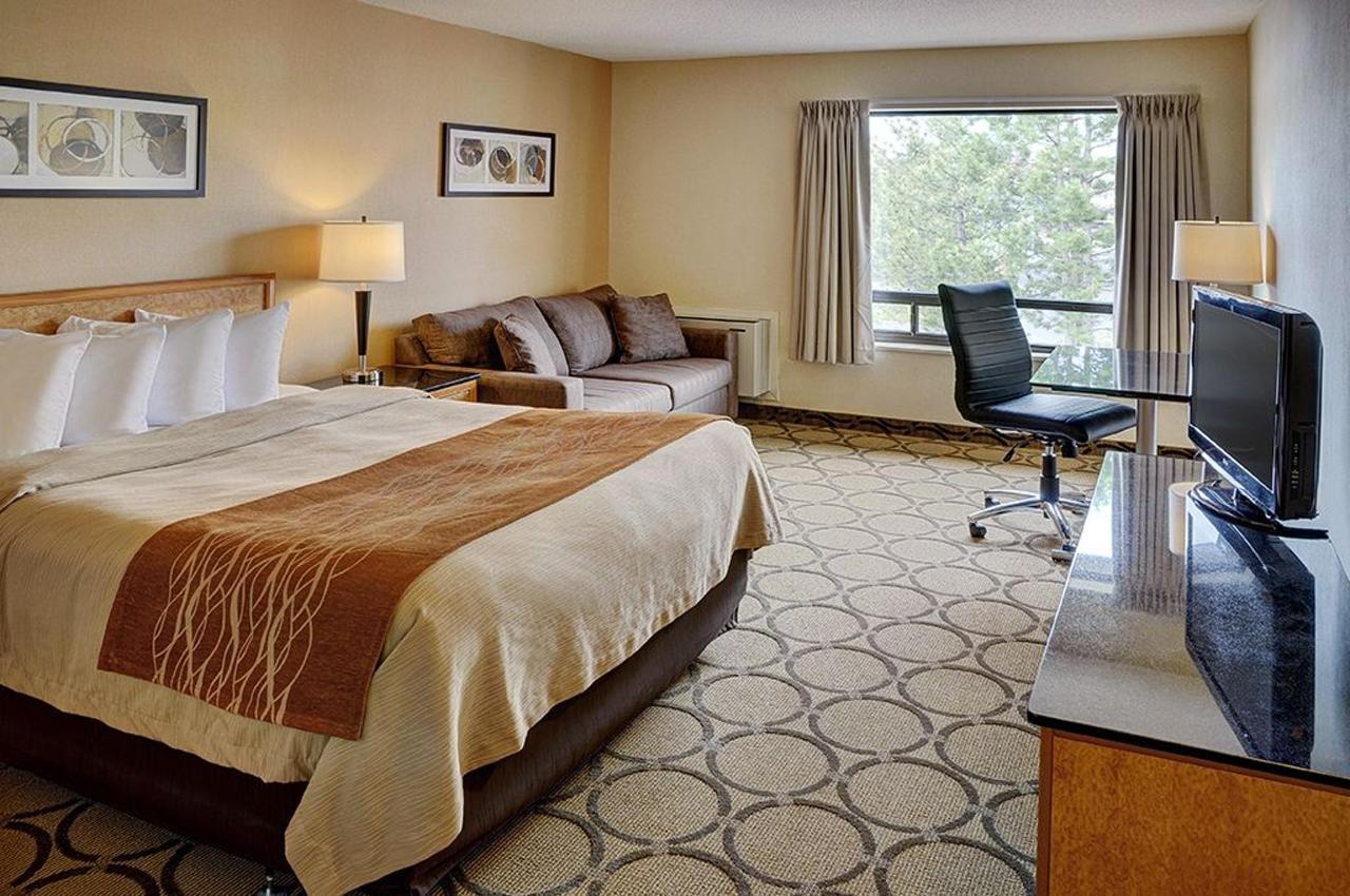 Queen Bed, 2nd Floor.jpg