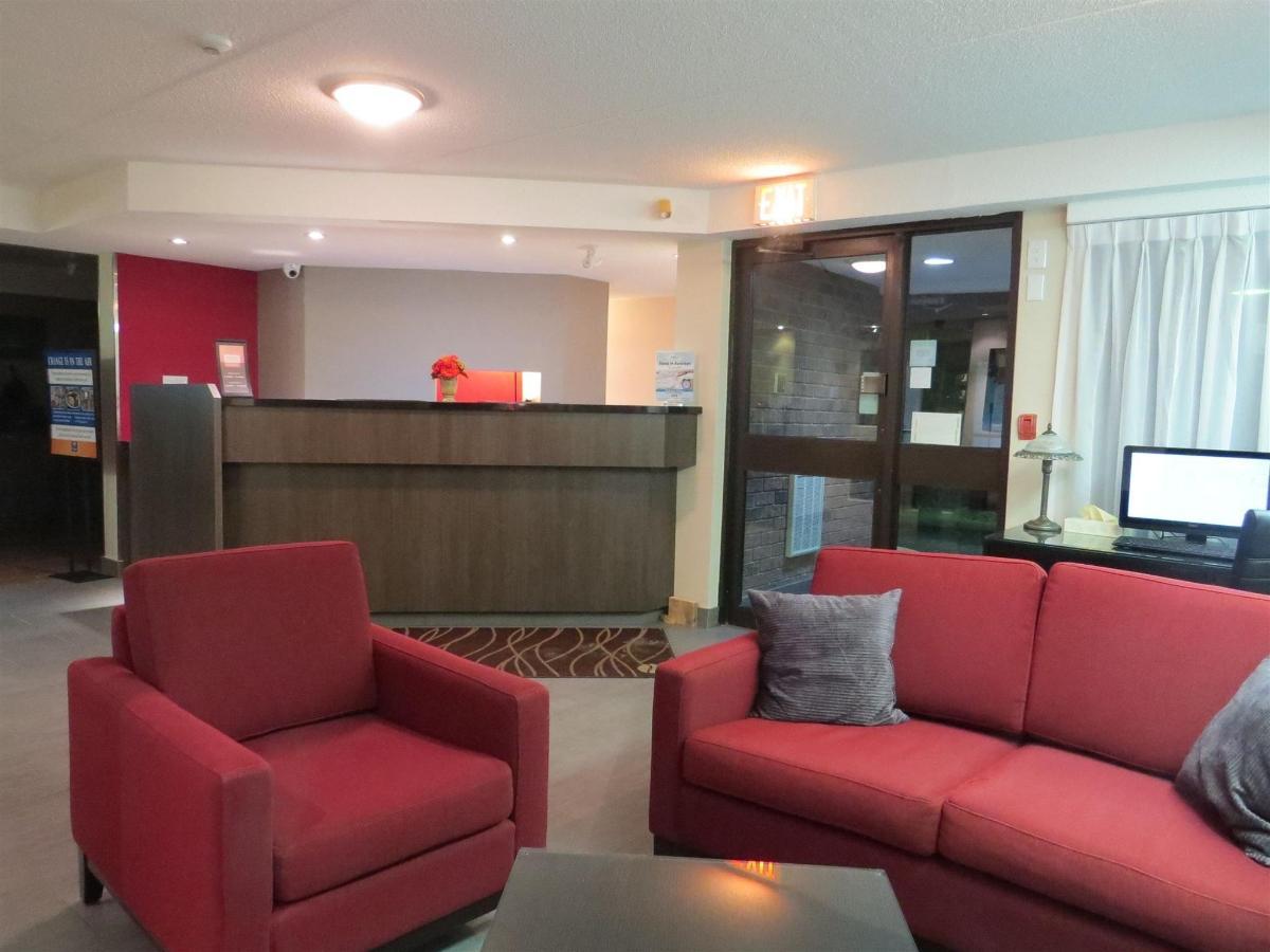 Lobby and Breakfast Area (1.4).JPG