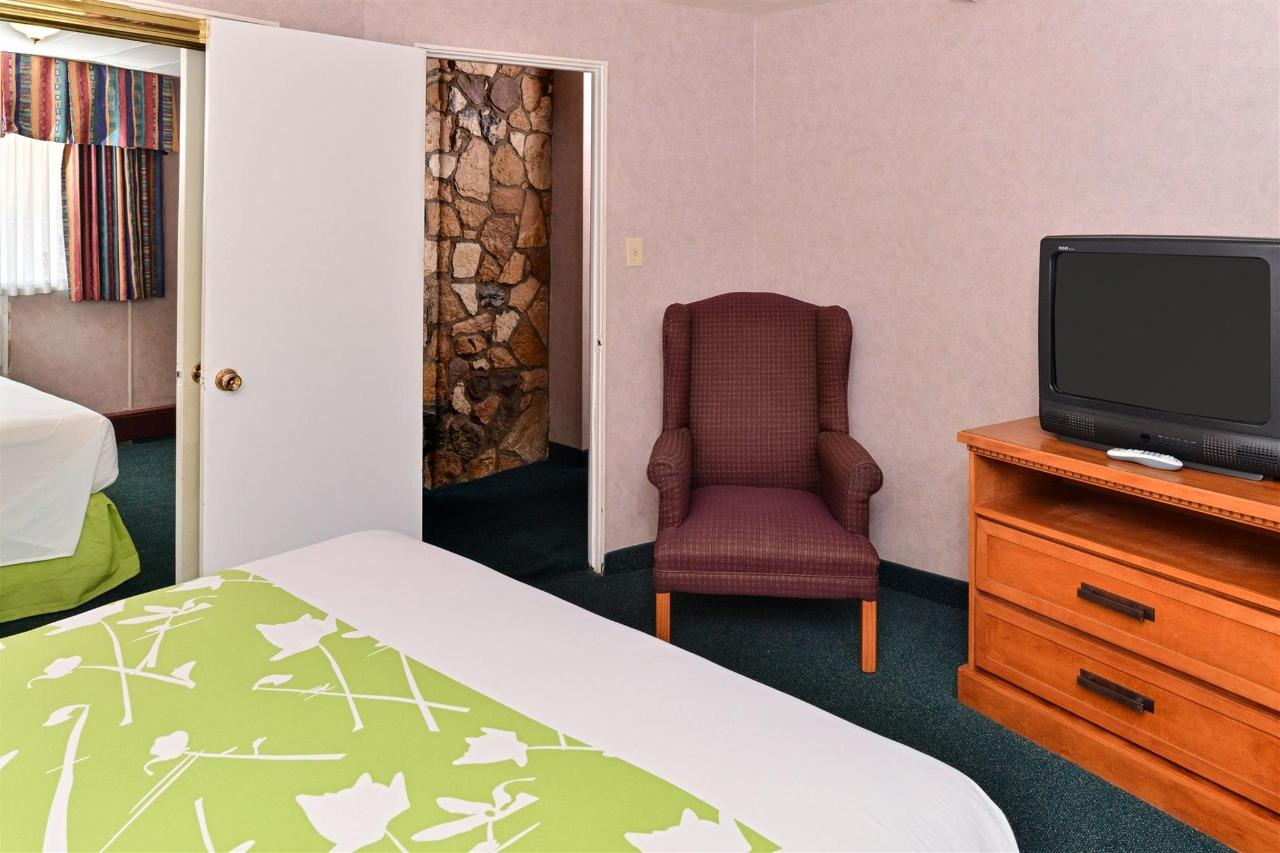 suite-bedroom.jpg