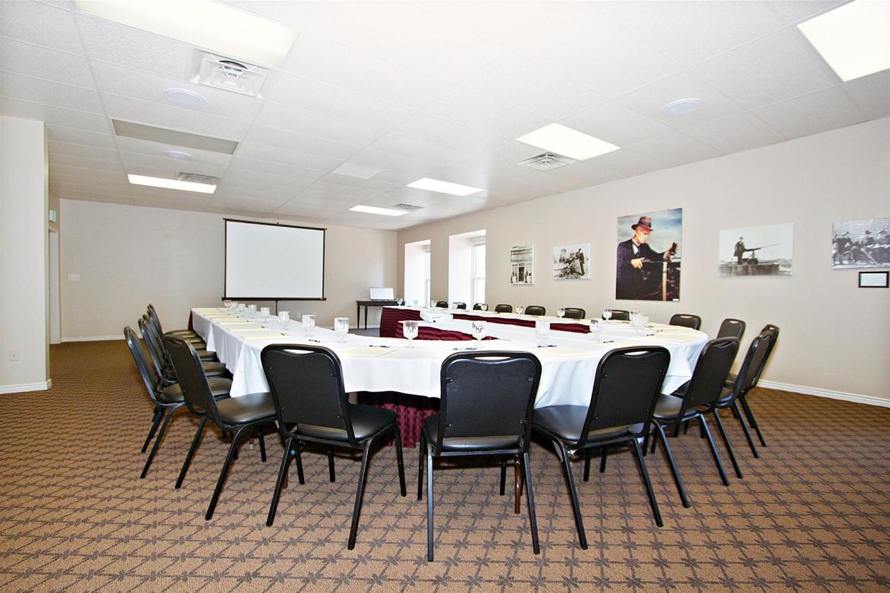 ut162-conferenceroom-011.JPG