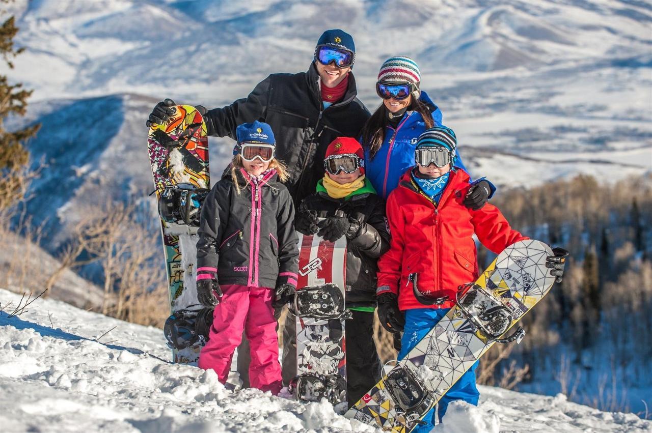 snowbasin-family-ski.jpg