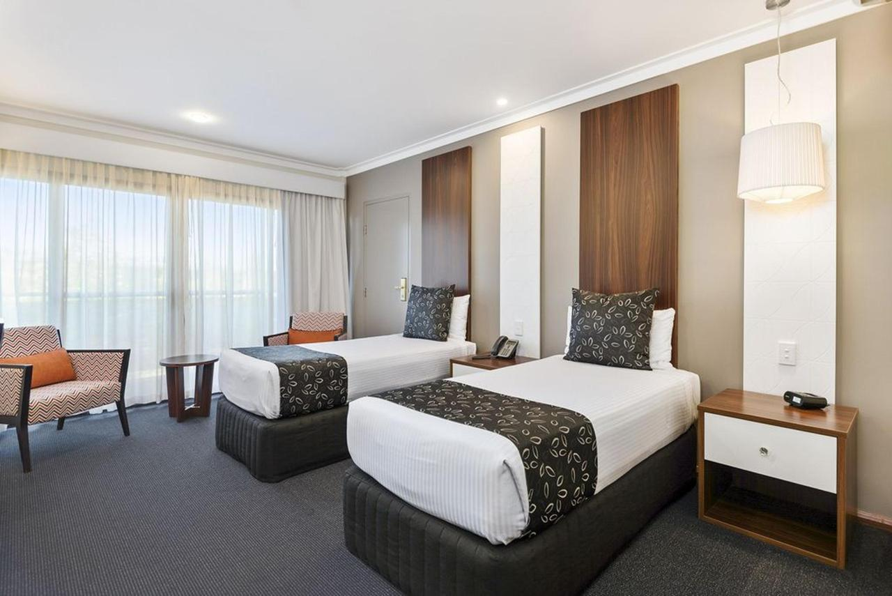 Deluxe Twin Room with Two Single Beds.jpg