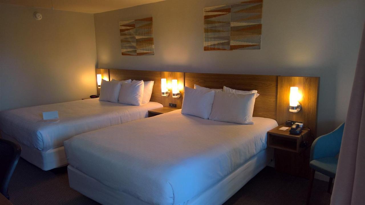 2 Queens Room (01).jpg