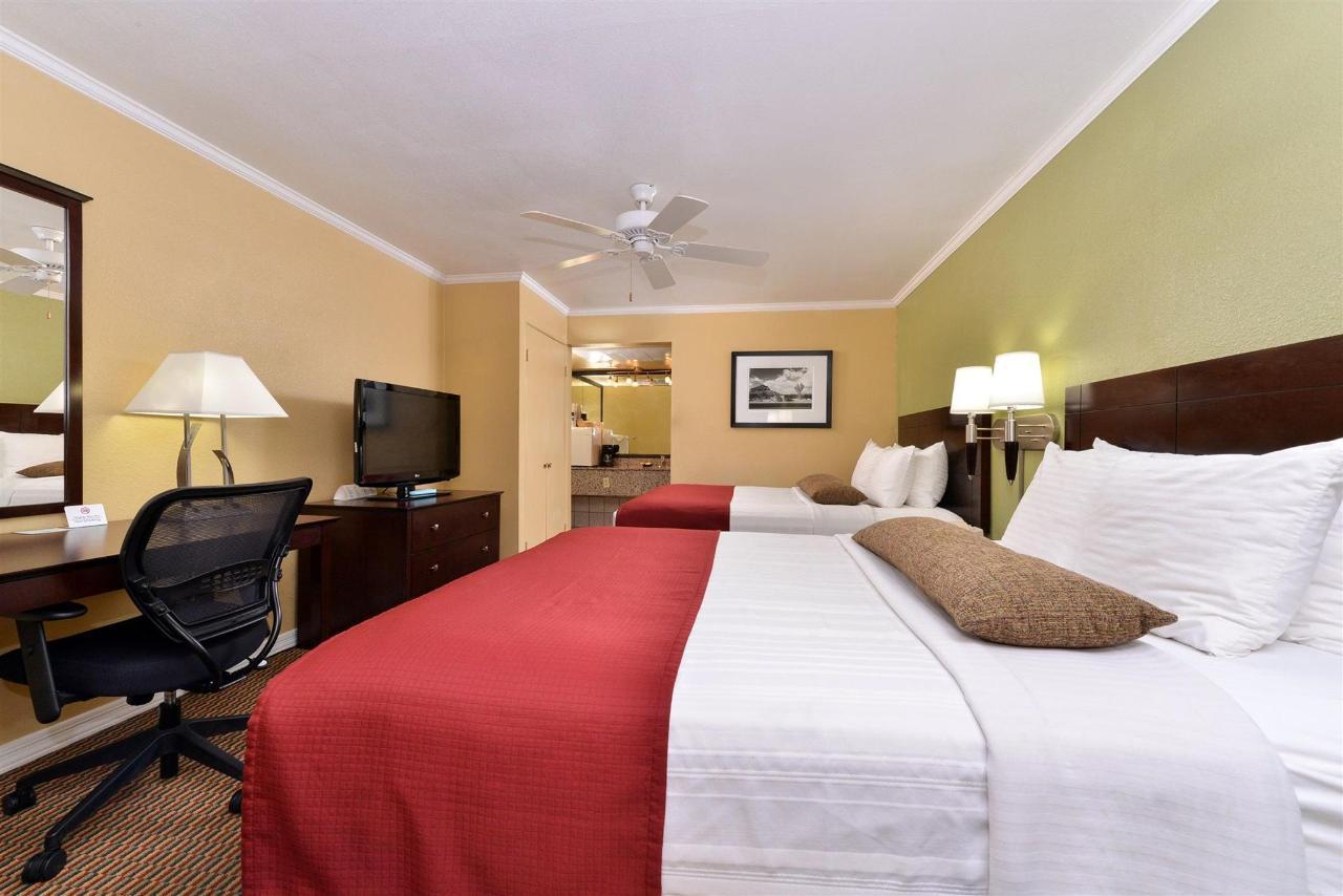 2 Queens Room (04).jpg