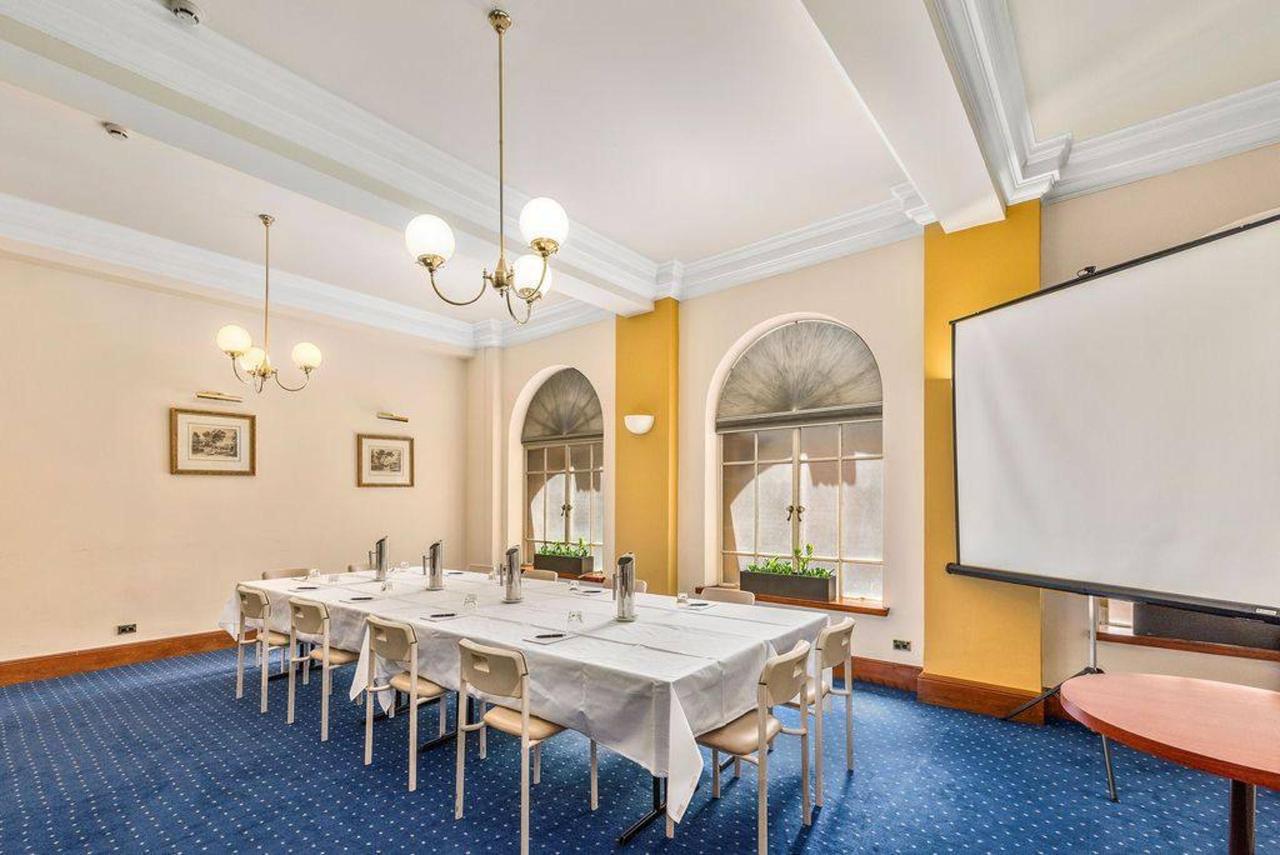001_castlereagh-meeting-room_level-2_castlereagh-boutique-hotel_sydney-cbd-meeting-room.jpg.1024x0.jpg