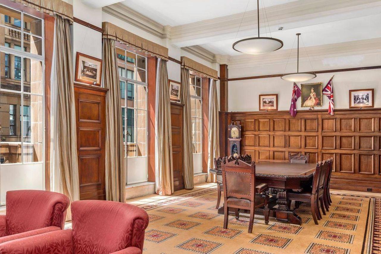 007_boardroom_level-1_castlereagh-boutique-hotel_sydney-cbd-meeting-room.jpg.1024x0.jpg