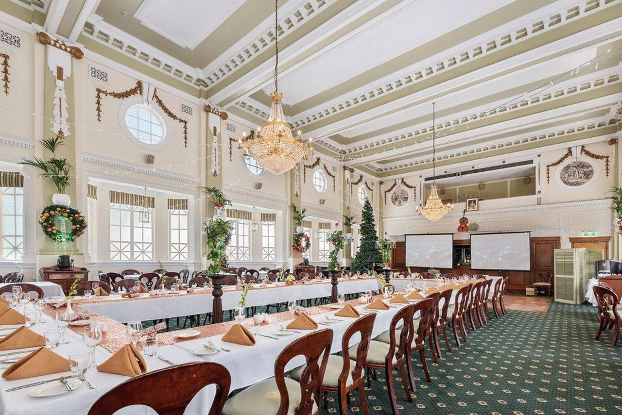 022_cellos-grand-dining-room-_christmas-theme_castlereagh-boutique-hotel-sydney-cbd-functions-and-events.jpg.1024x0.jpg