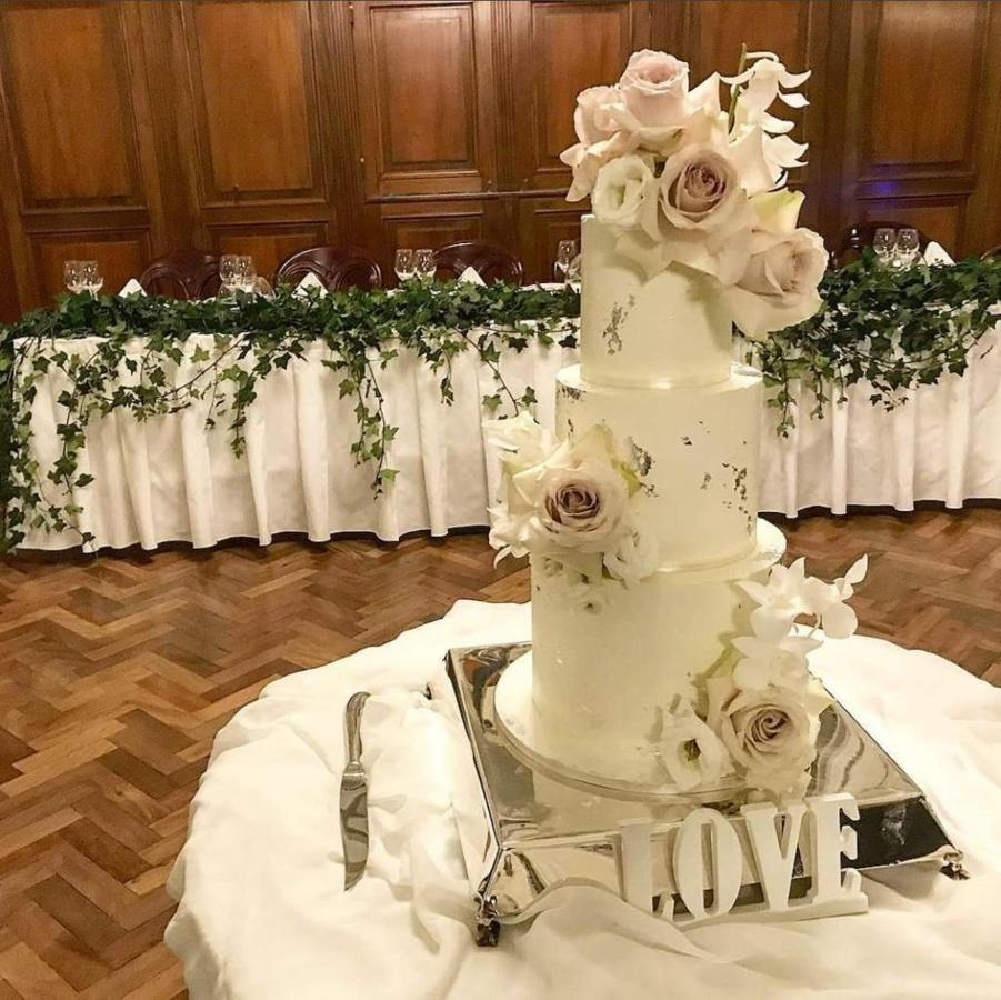 event-venue-cellos-restaurant-castlereagh-boutique-hotel-sydney_wedding-cake.JPG.1024x0.JPG