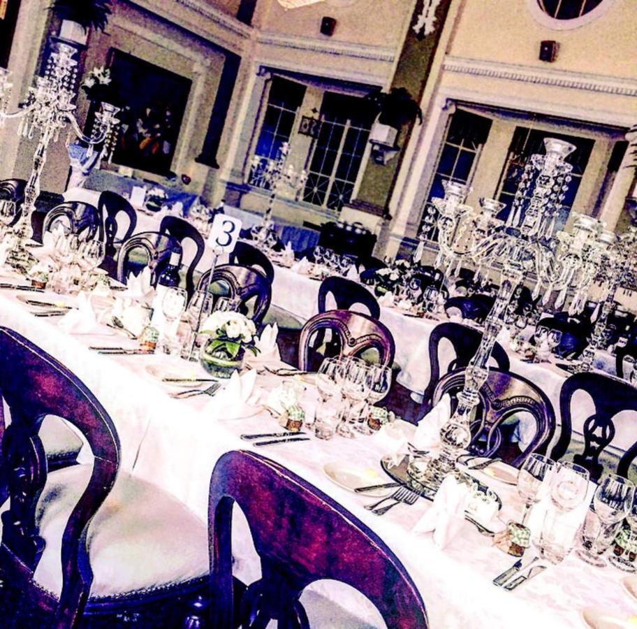 wedding-table-candelaras.jpg.1024x0.jpg