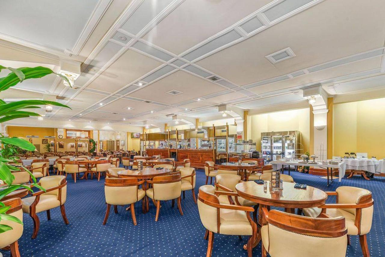 004_castlereagh-lounge_level-2_castlereagh-boutique-hotel_sydney-cbd-bar-and-restaurant.jpg.1024x0.jpg