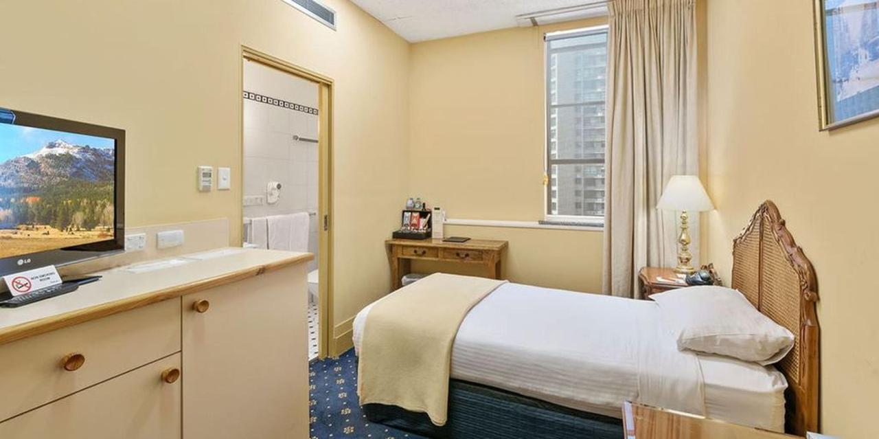 012_single-room-1106_castlereagh-boutique-hotel-sydney-cbd-accommodation-1.jpg.1024x0.jpg