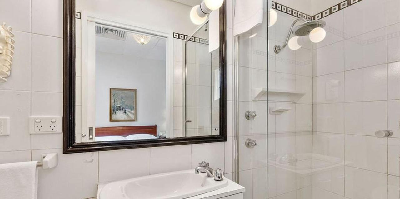 015_bathroom_castlereagh-boutique-hotel-sydney-cbd-accommodation-1.jpg.1024x0.jpg